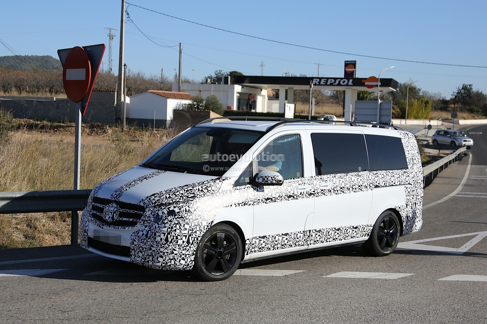 2014 - [Mercedes] Classe V/Vito - Page 4 Herd-of-2015-mercedes-benz-v-class-prototypes-caught-in-the-open-photo-gallery-1080p-3