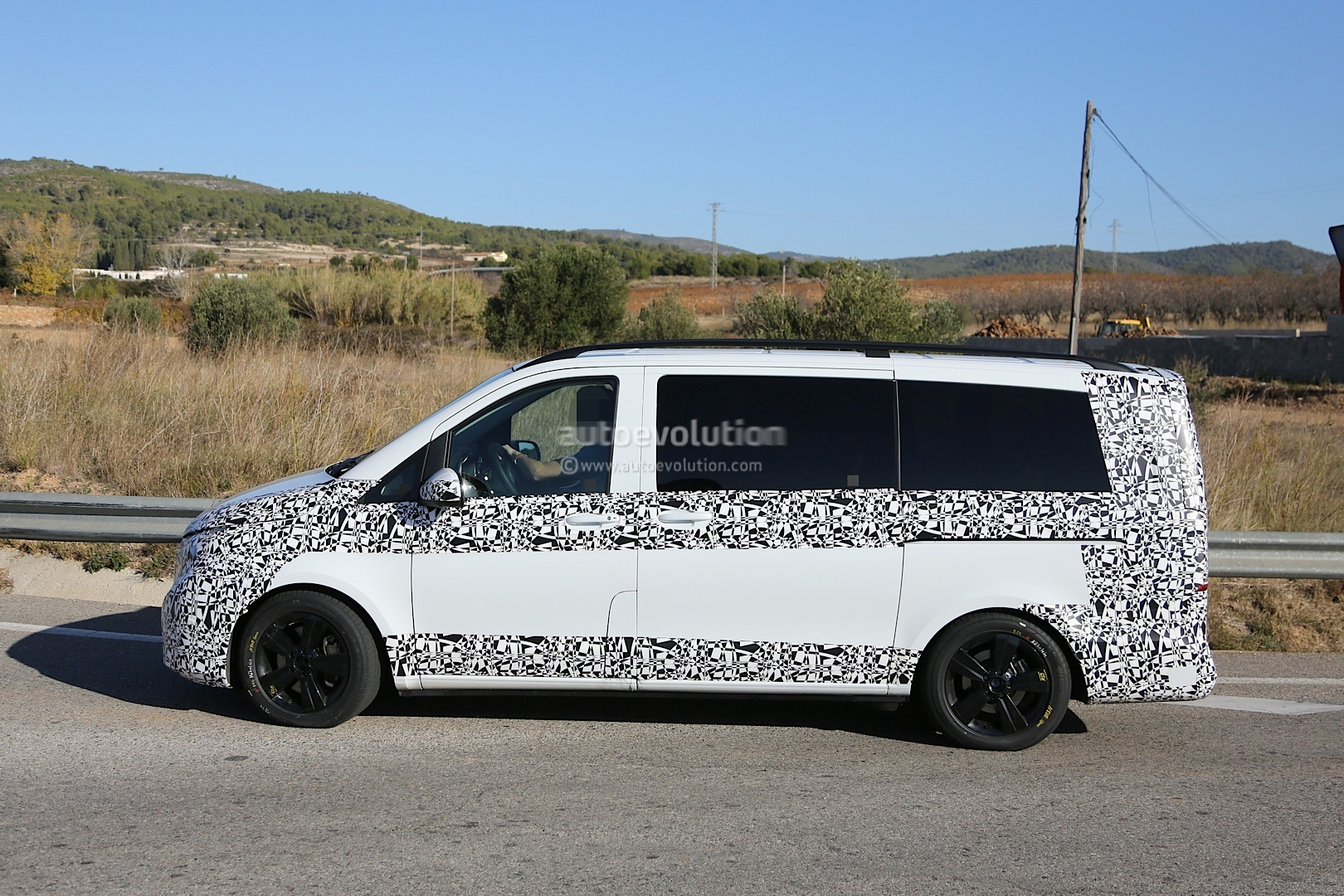 2014 - [Mercedes] Classe V/Vito - Page 4 Herd-of-2015-mercedes-benz-v-class-prototypes-caught-in-the-open-photo-gallery-1080p-4