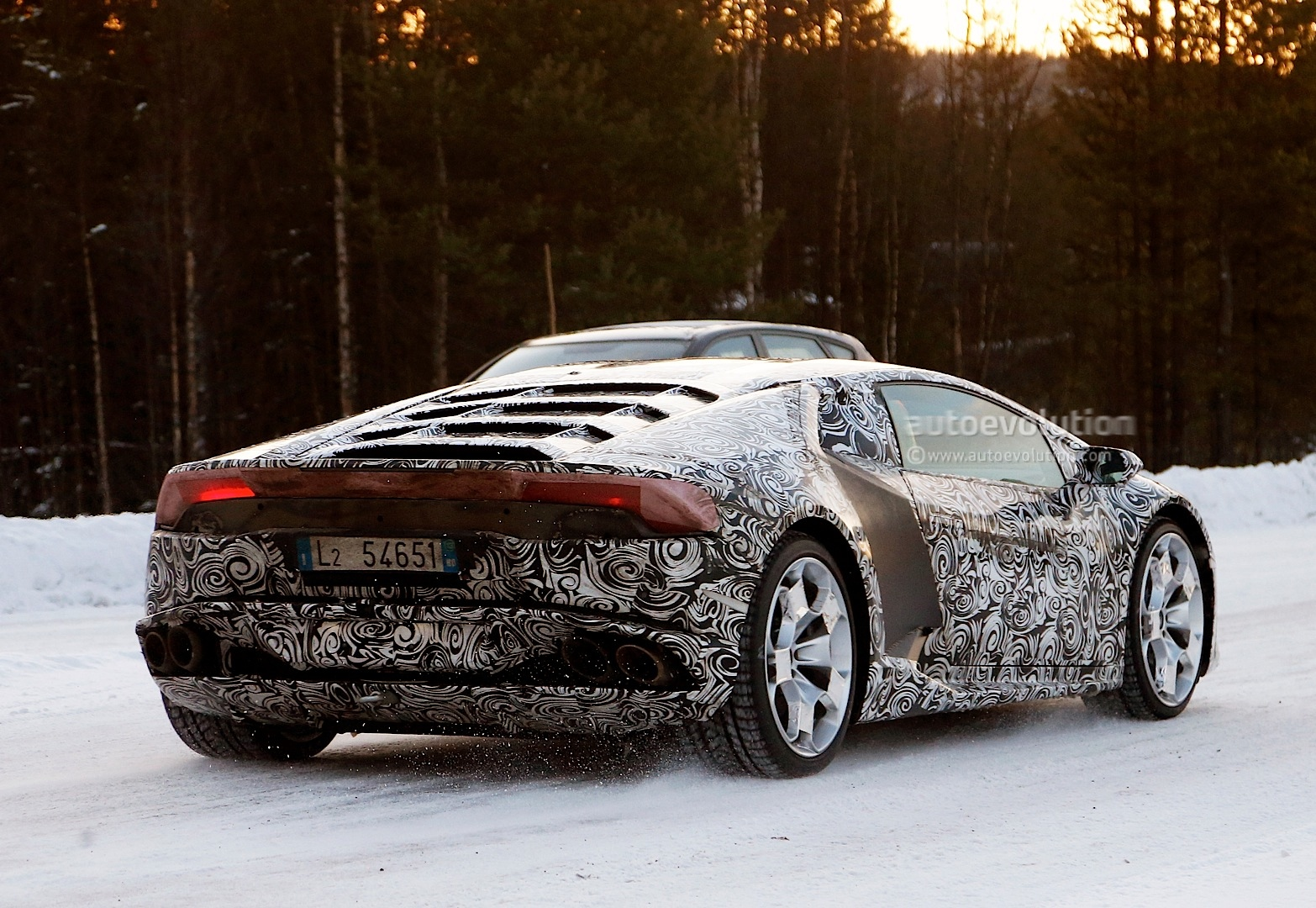 2013 - [Lamborghini] Huracán LP610-4  - Page 4 Lamborghini-huracan-gallardo-successor-begins-winter-testing-photo-gallery-1080p-8