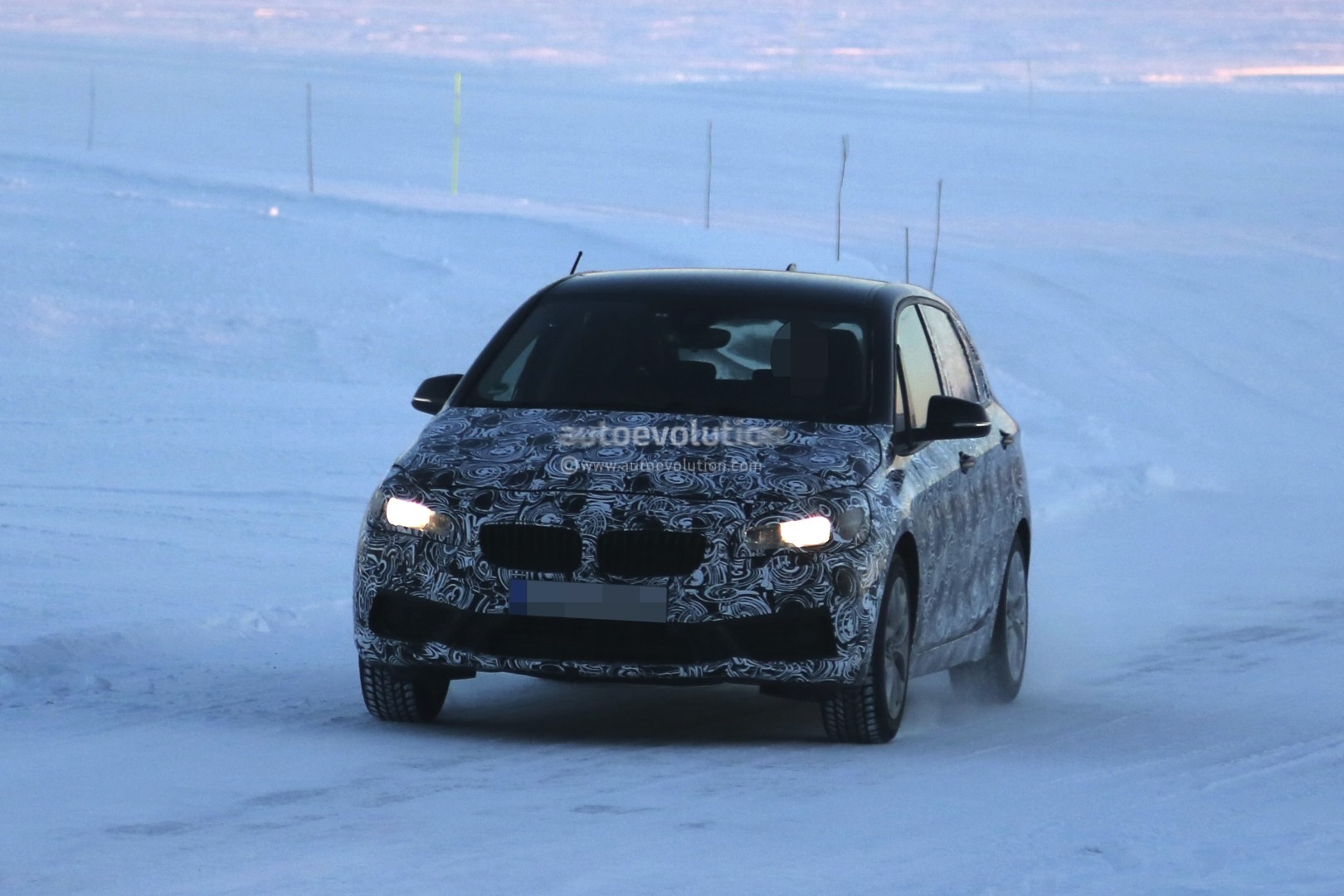 2014 - [BMW] Série 2 Active Tourer [F45] & Gran Tourer [F46] - Page 15 Spyshots-bmw-2-series-active-tourer-testing-in-extreme-weather-1080p-1