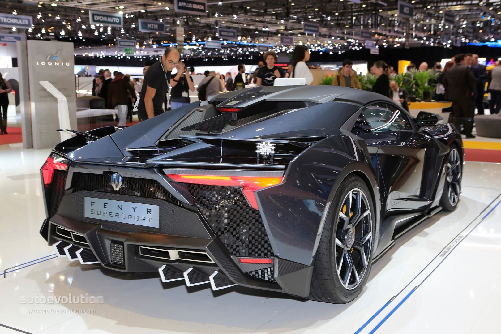 W Motors Fenyr >> 1 4 Million W Motors Fenyr Supersport Production Model Brings Dubai
