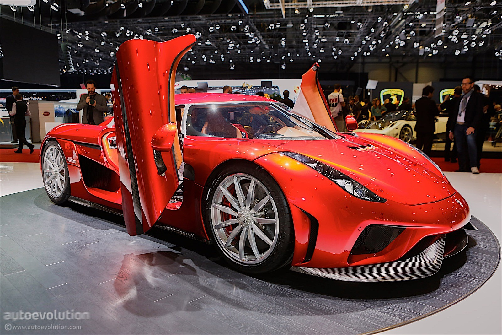 1,500 HP Koenigsegg Regera. Burnout. No Gearbox. - autoevolution