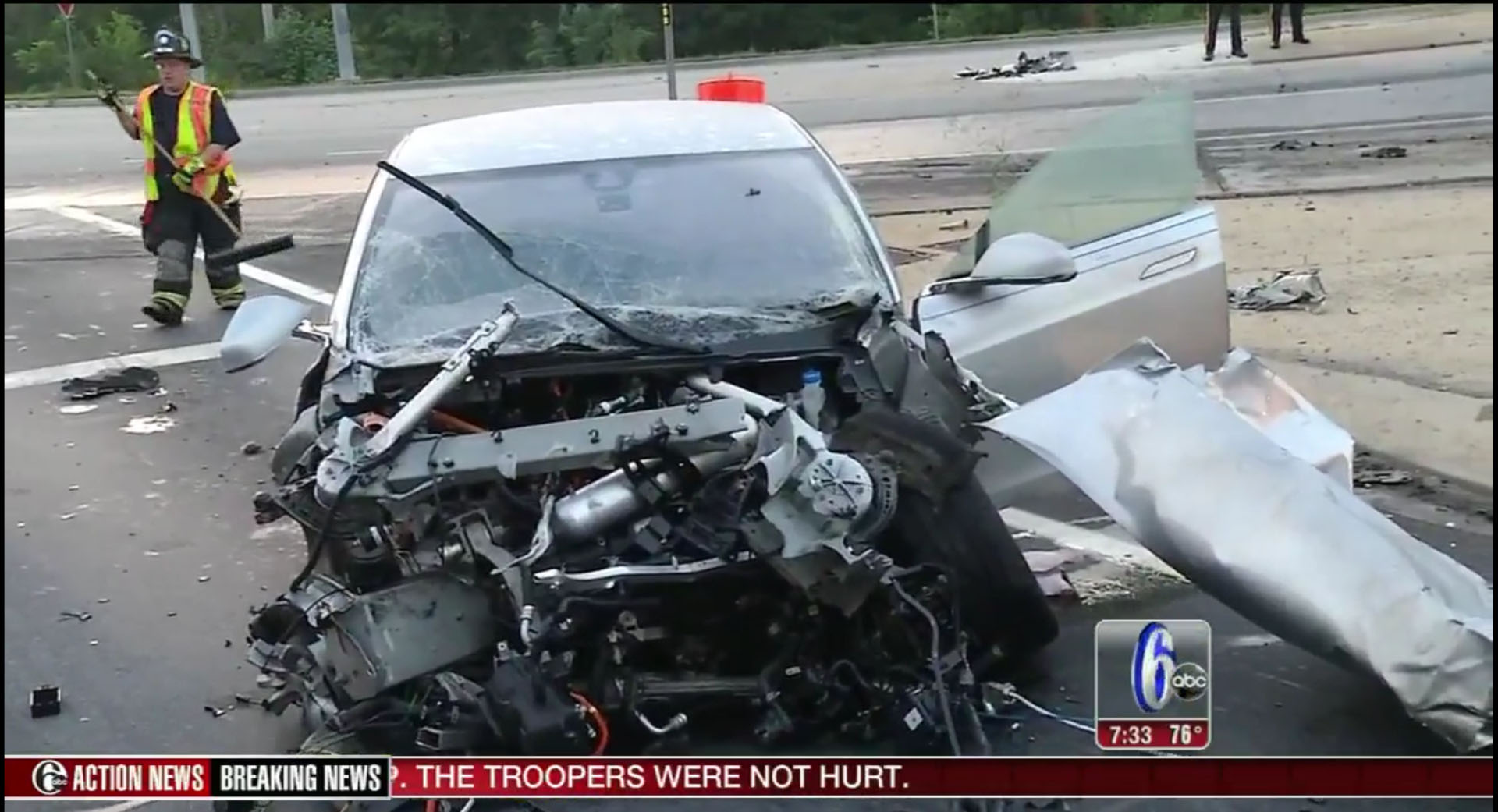 18-Wheeler Pushes Mercedes-Benz For Over 1 Mile on I-35 in