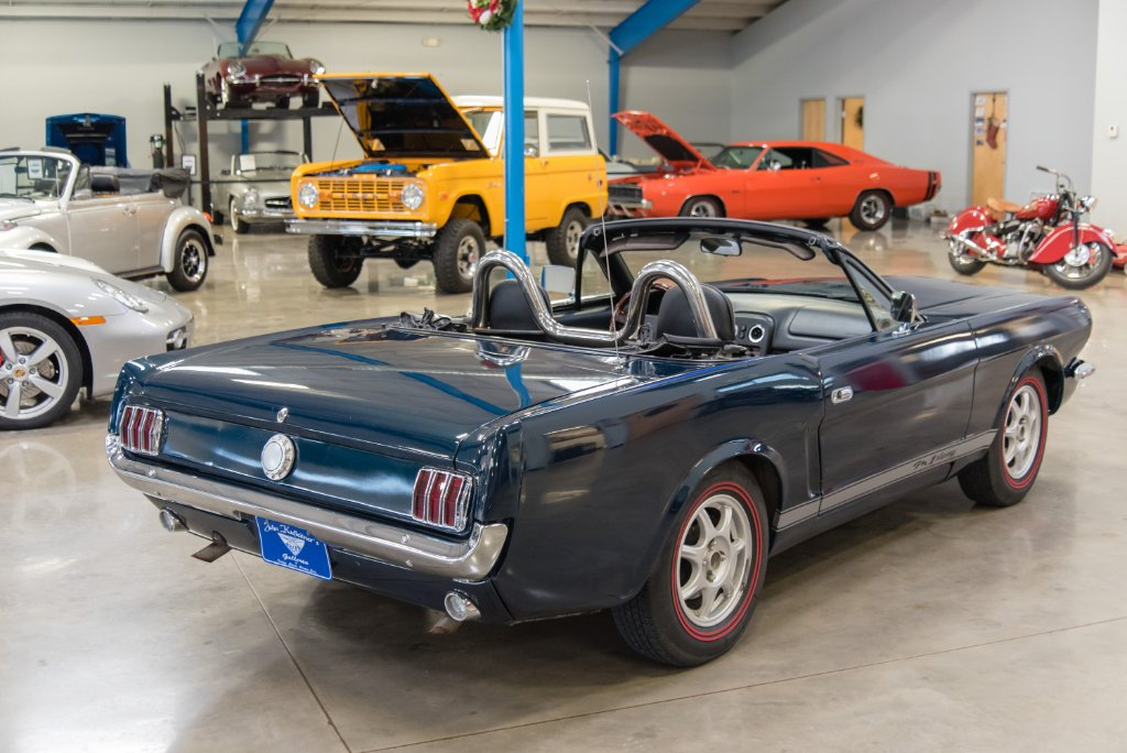 1965 Ford Mustang Replica Built on 1997 Mazda Miata Looks