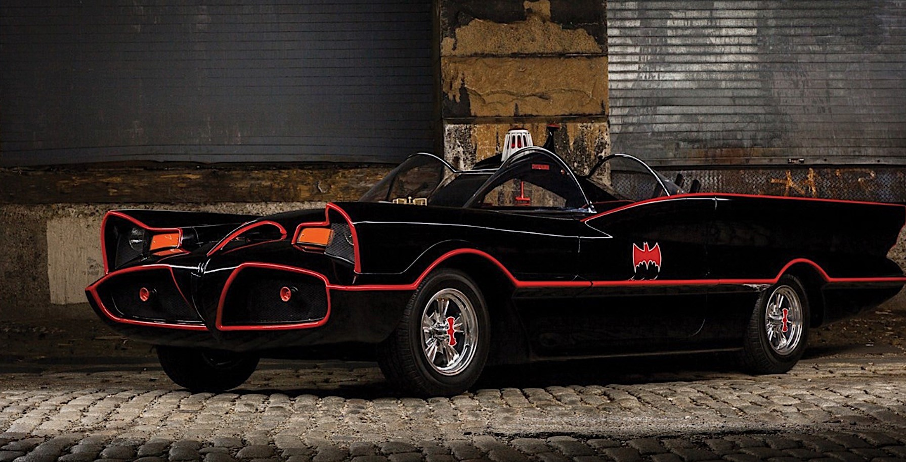 1966 Batmobile Replica to Sell at Auburn Spring Auction - autoevolution
