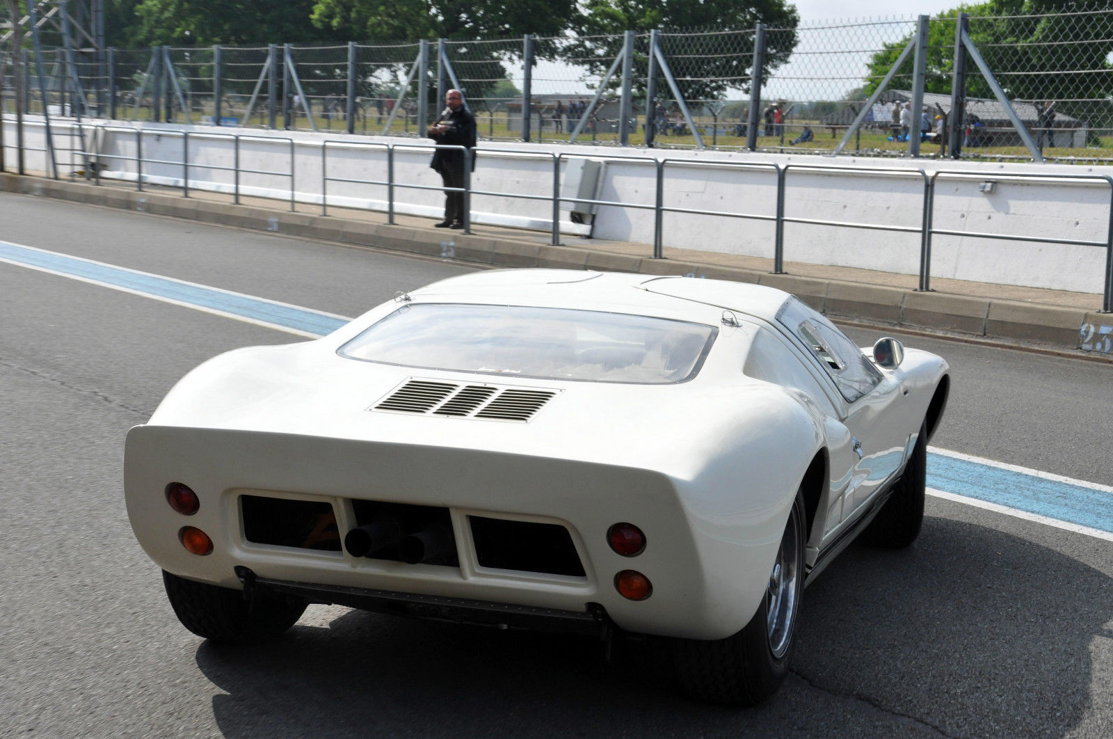 Mercedes Barn Find >> 1969 Ford GT40 for Sale on eBay - autoevolution