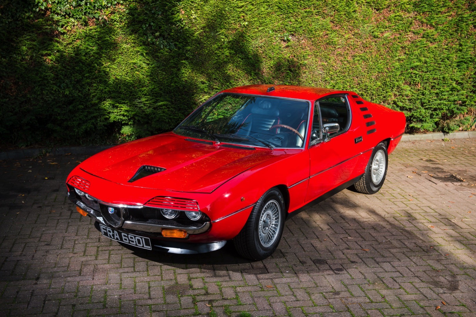 red hot 1972 alfa romeo montreal is heading to auction packs carbureted v8 autoevolution. Black Bedroom Furniture Sets. Home Design Ideas
