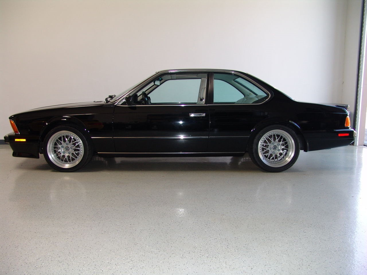 1988 bmw e24 m6 for sale priced at usd158 800 autoevolution. Black Bedroom Furniture Sets. Home Design Ideas
