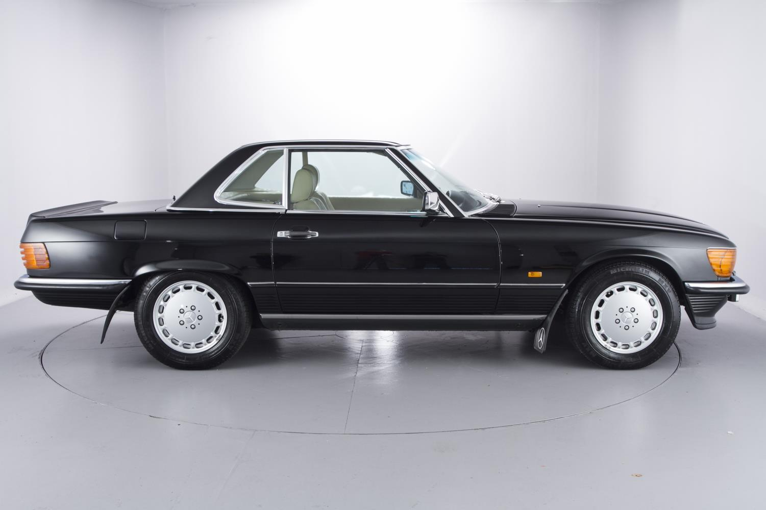 Bobby Ewing Mercedes >> 1989 Mercedes-Benz 500 SL With 965 Miles On The Clock Is Looking For A New Owner - autoevolution