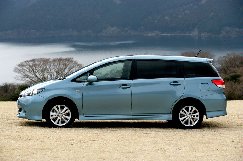 Toyota Wish Debuts In Japan on toyota crown