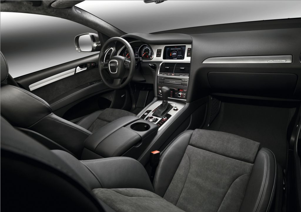 2010 audi q7 facelift unveiled autoevolution. Black Bedroom Furniture Sets. Home Design Ideas