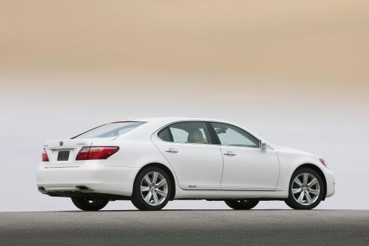 https://s1.cdn.autoevolution.com/images/news/gallery/2010-lexus-ls-600h-l-facelift-detailed_3.jpg