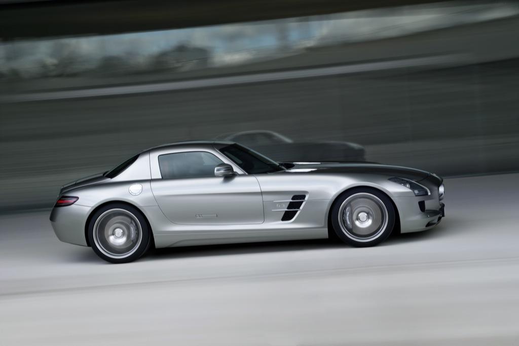 2010 mercedes benz sls amg official details and photos for Mercedes benz complaint department