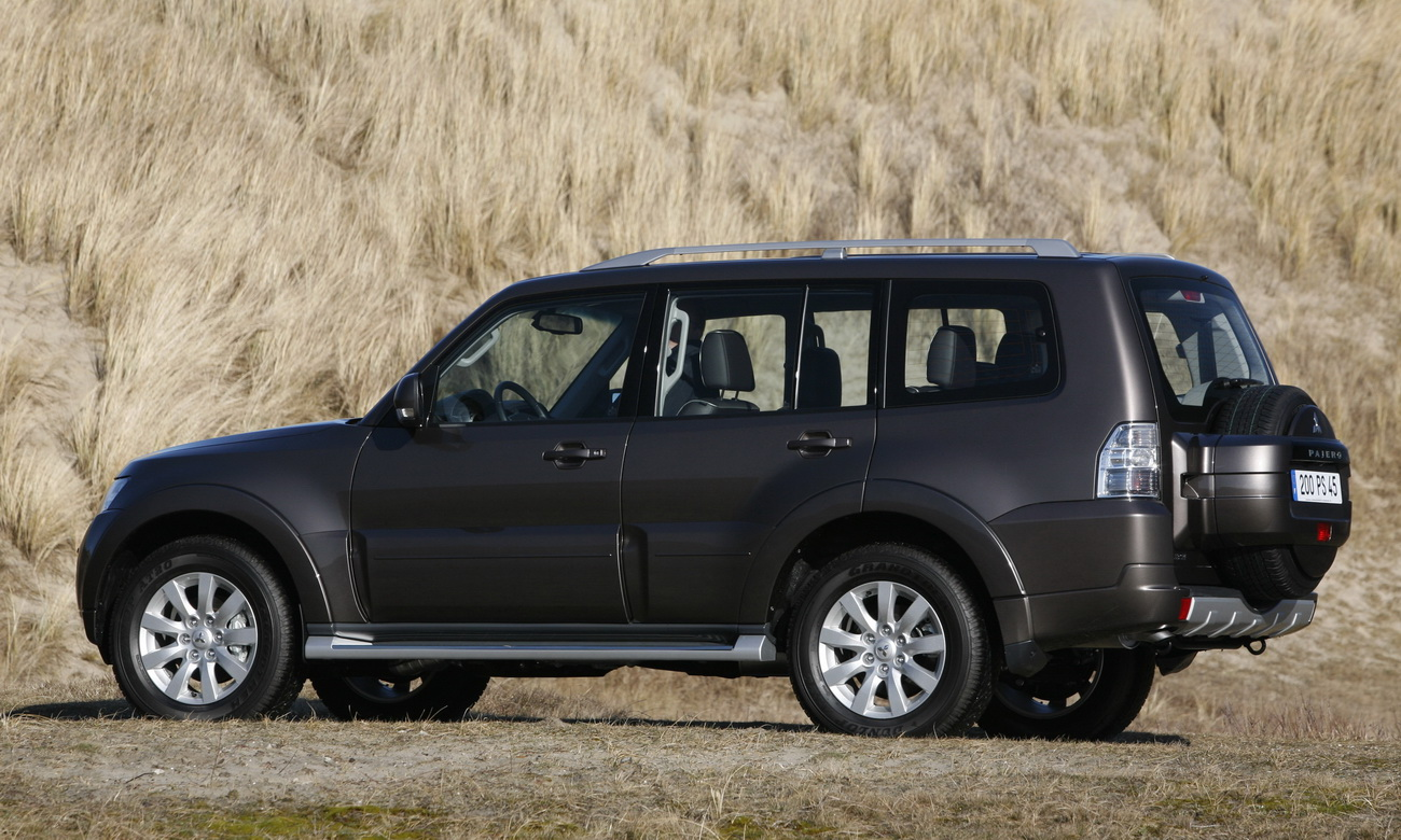 pajero revealed from story 2010 mitsubishi pajero revealed photo