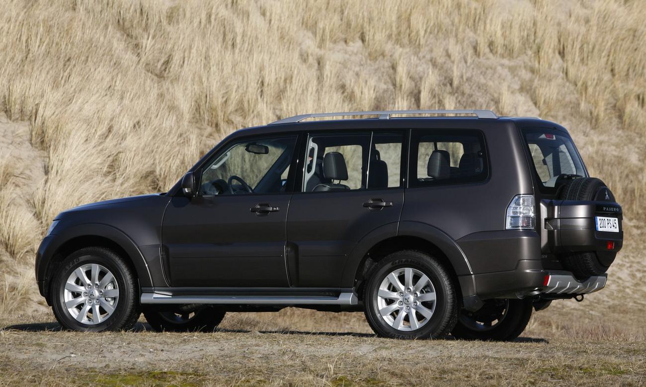2010 Mitsubishi Pajero Revealed - autoevolution