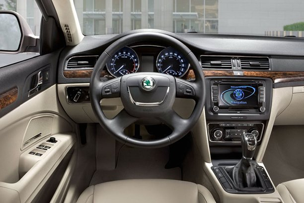 skoda superb combi facelift autos weblog. Black Bedroom Furniture Sets. Home Design Ideas