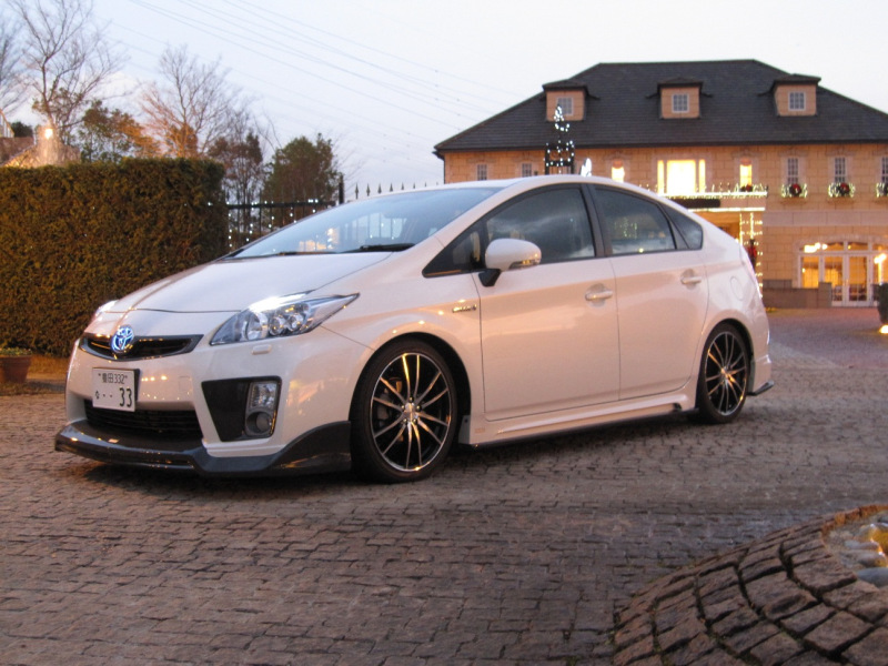 2010 toyota prius tuned by tommy kaira autoevolution. Black Bedroom Furniture Sets. Home Design Ideas