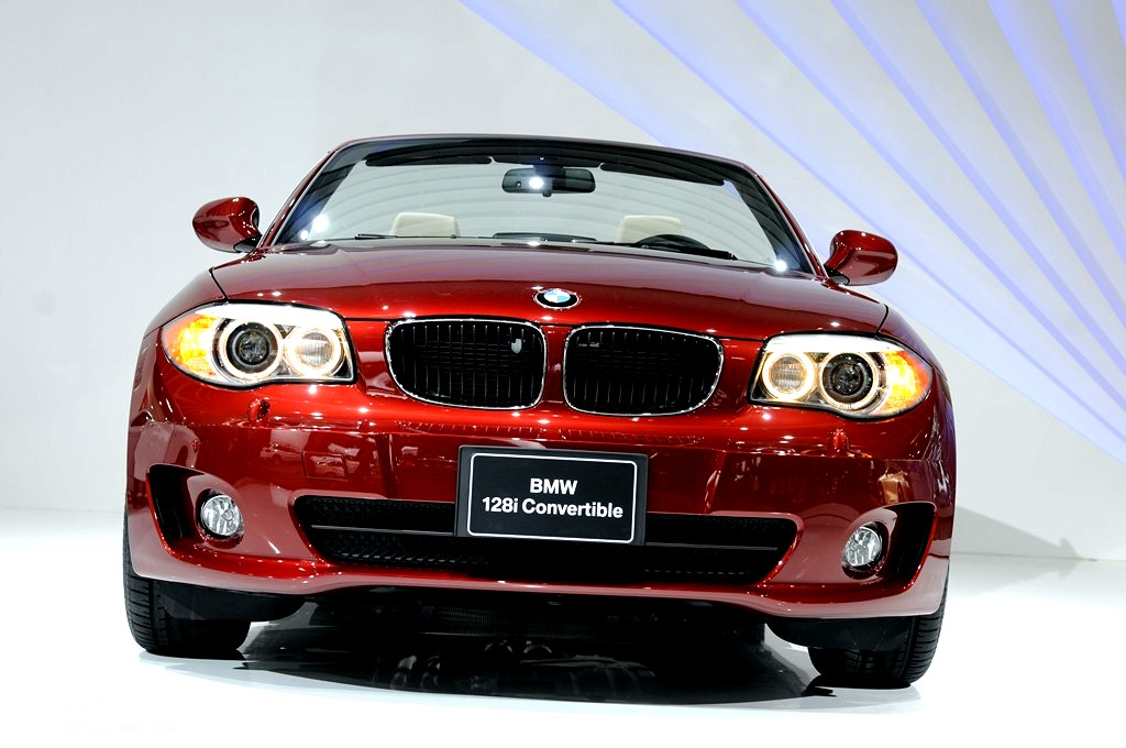 2011 NAIAS Refreshed BMW 135i Coupe and 128i Convertible Live