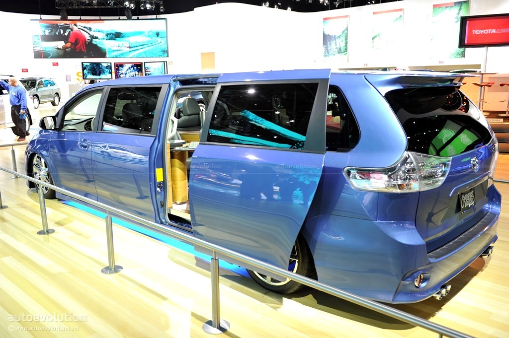 2011 naias toyota sienna swagger wagon live photos autoevolution
