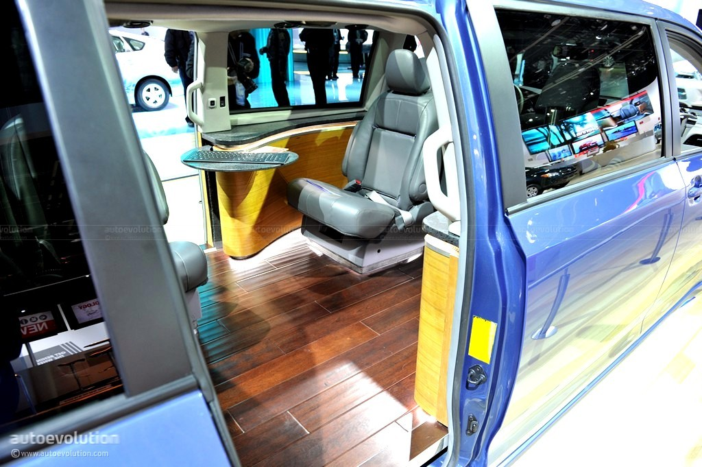 Superb ... Toyota Sienna Swagger Wagon ...