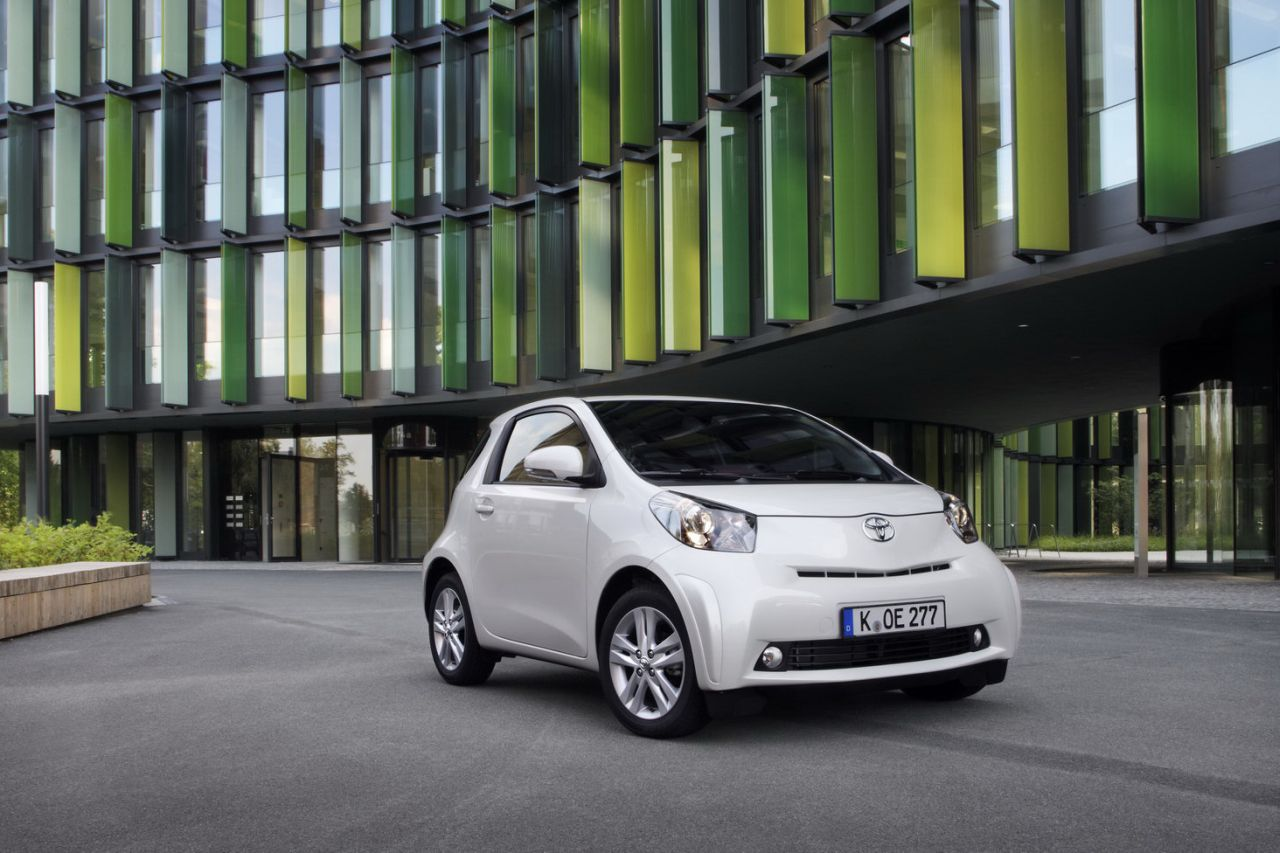 2011 toyota iq images released autoevolution. Black Bedroom Furniture Sets. Home Design Ideas