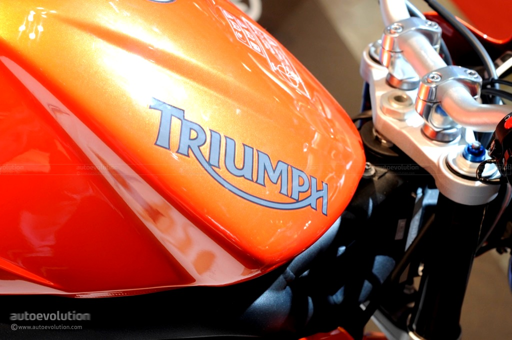 2011 Triumph Street Triple R Detailed Autoevolution