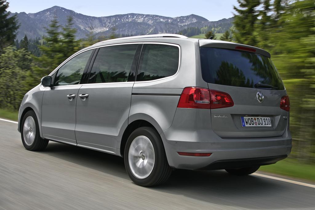 2011 vw sharan world 39 s most fuel efficient mpv pics
