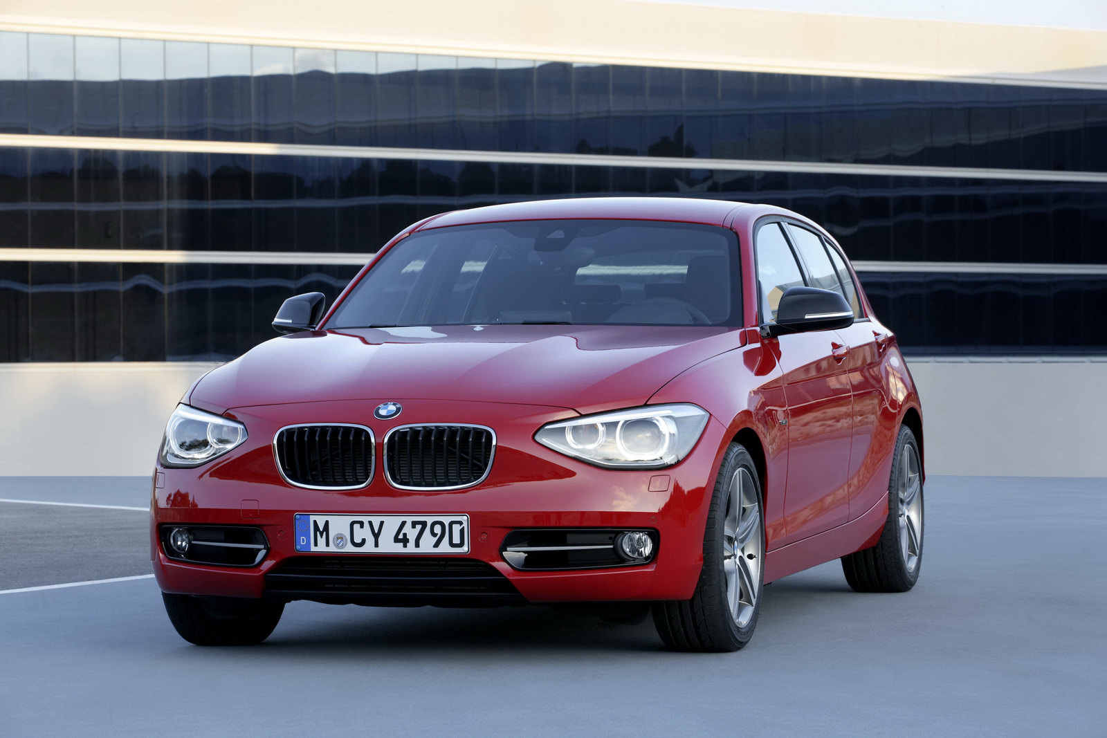 2012 bmw 1 series officially revealed with 4 cylinder engine range autoevolution. Black Bedroom Furniture Sets. Home Design Ideas