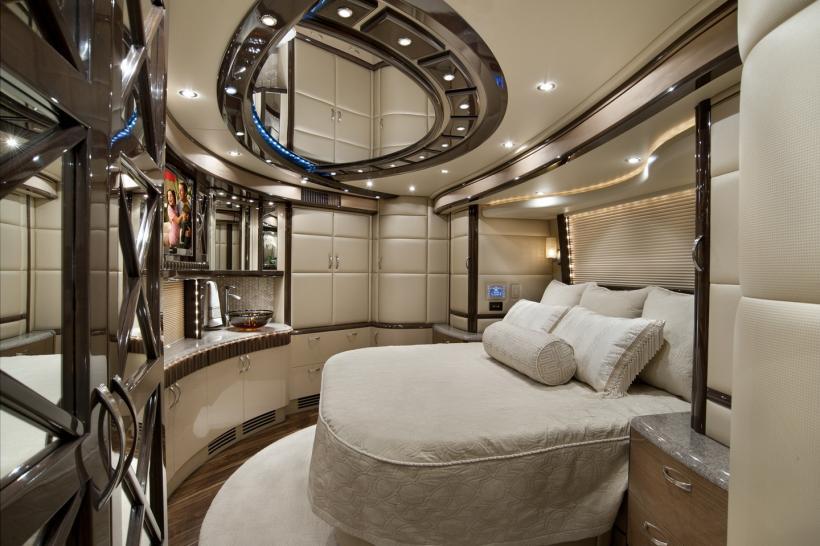 2012 Elegant Lady Luxury Motor Coach Introduced - autoevolution