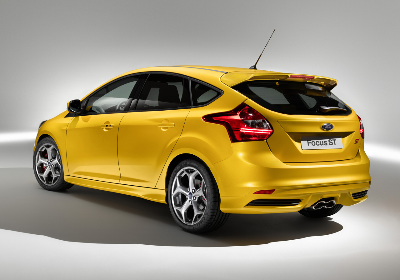 2012 Ford Focus St Unveiled Gets Wagon Version