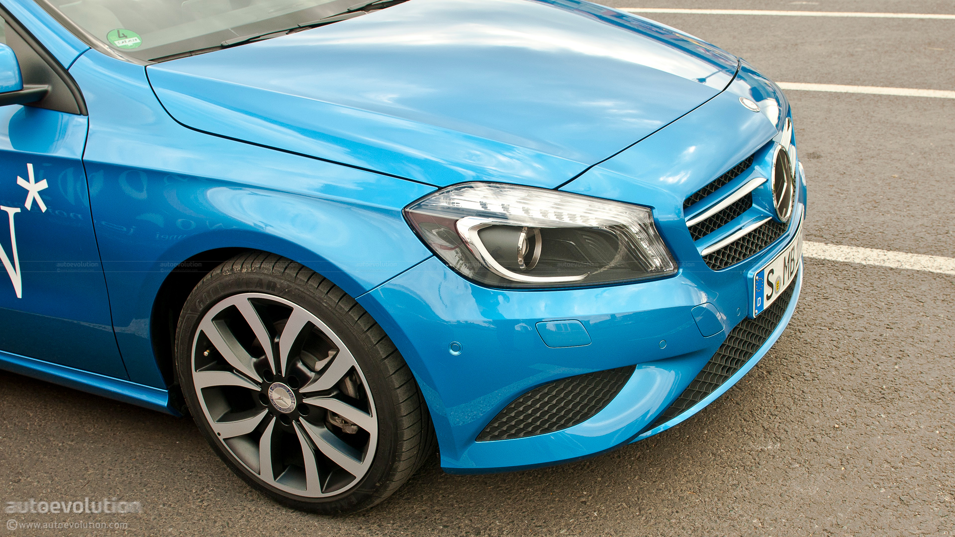 2012 mercedes a class first drive review autoevolution. Black Bedroom Furniture Sets. Home Design Ideas