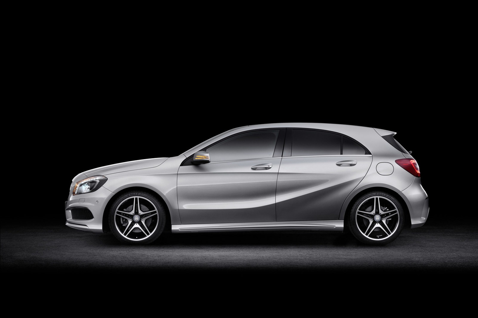 2012 mercedes benz a class new photos released autoevolution for Mercedes benz a class