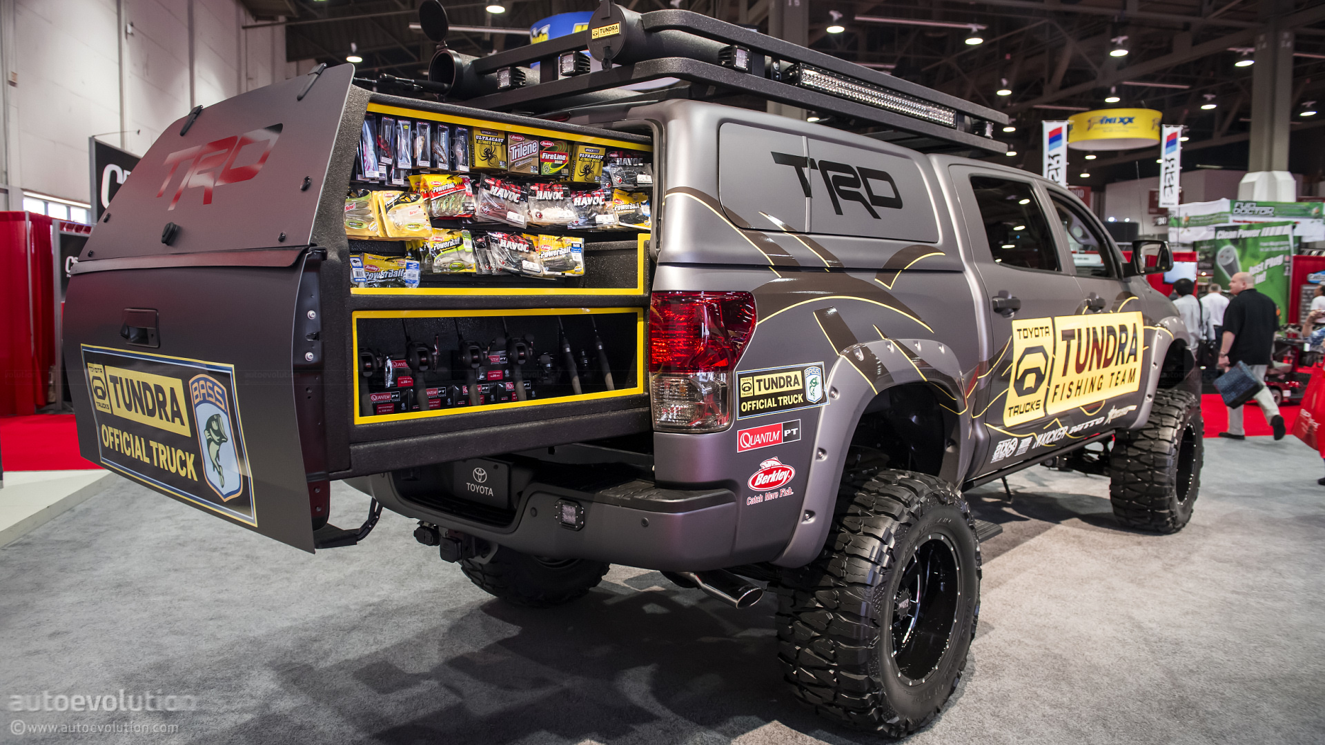 2012 Sema Toyota Ultimate Fishing Tundra Live Photos