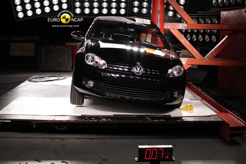 2012 Volkswagen Golf Cabriolet Aces Euro NCAP Tests - autoevolution