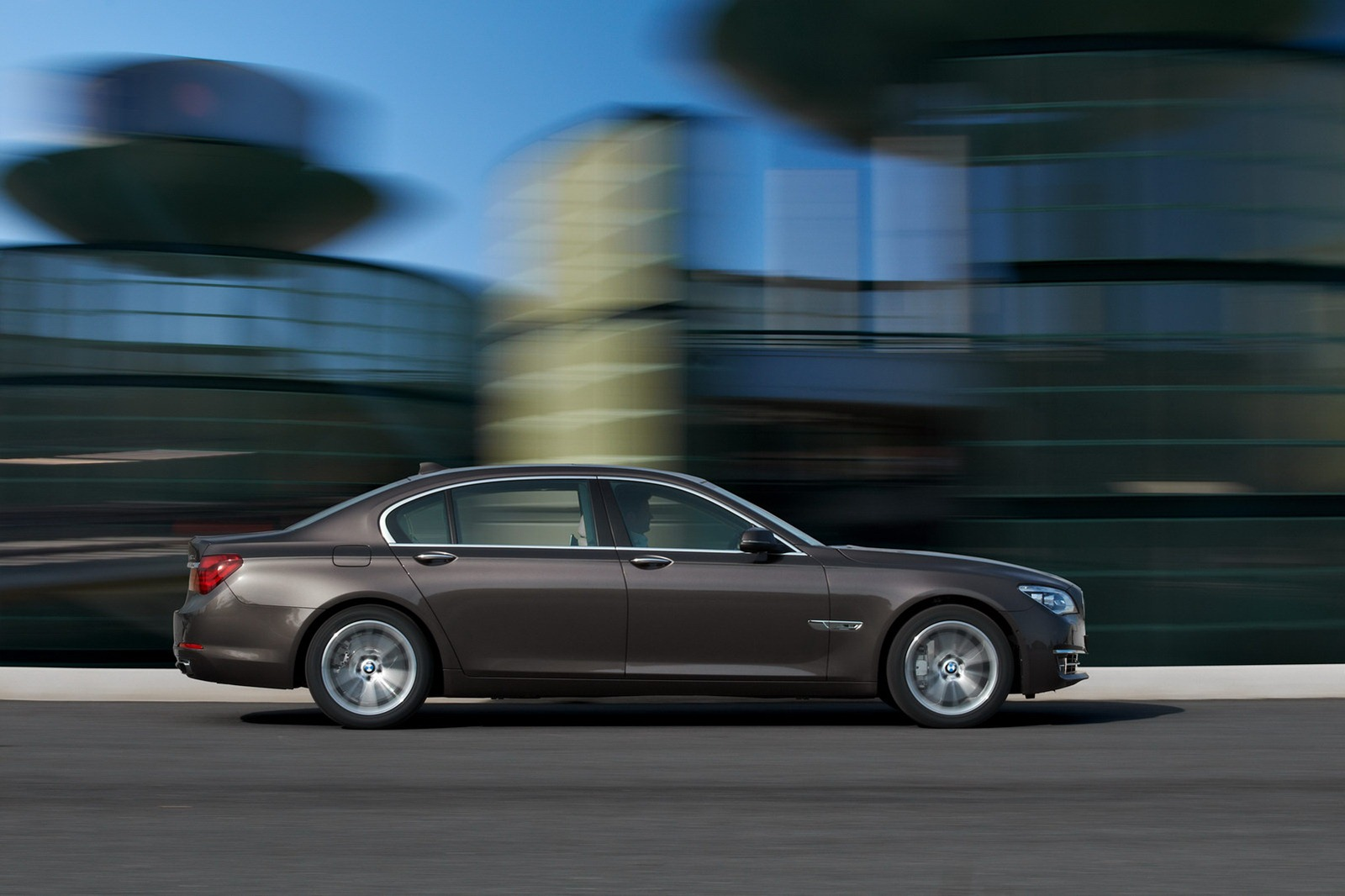 2013 BMW 7 Series Facelift Introduced