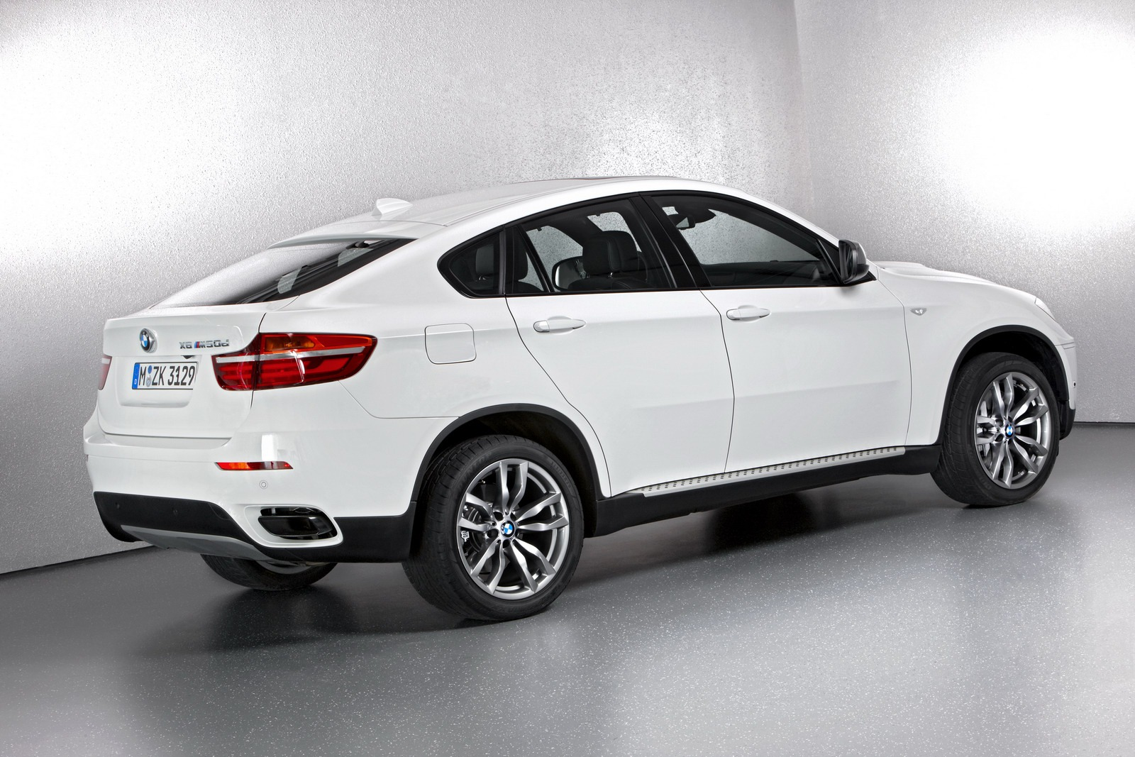 2013 bmw x6 m50d equipment list revealed autoevolution. Black Bedroom Furniture Sets. Home Design Ideas