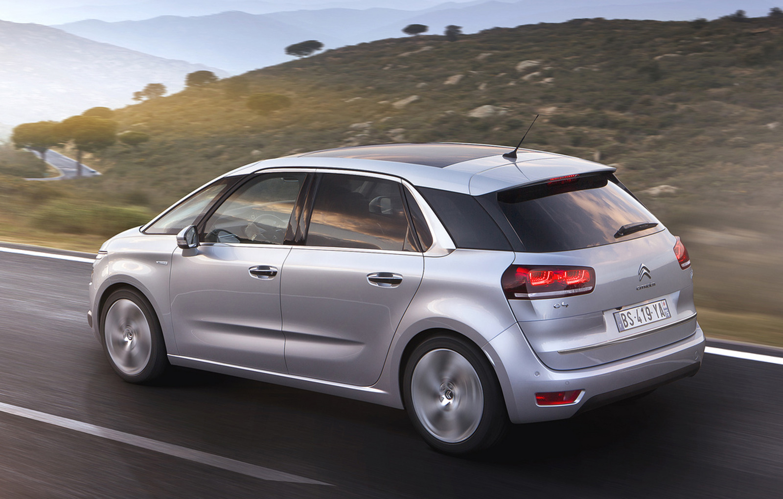 2013 citroen c4 picasso officially revealed video. Black Bedroom Furniture Sets. Home Design Ideas
