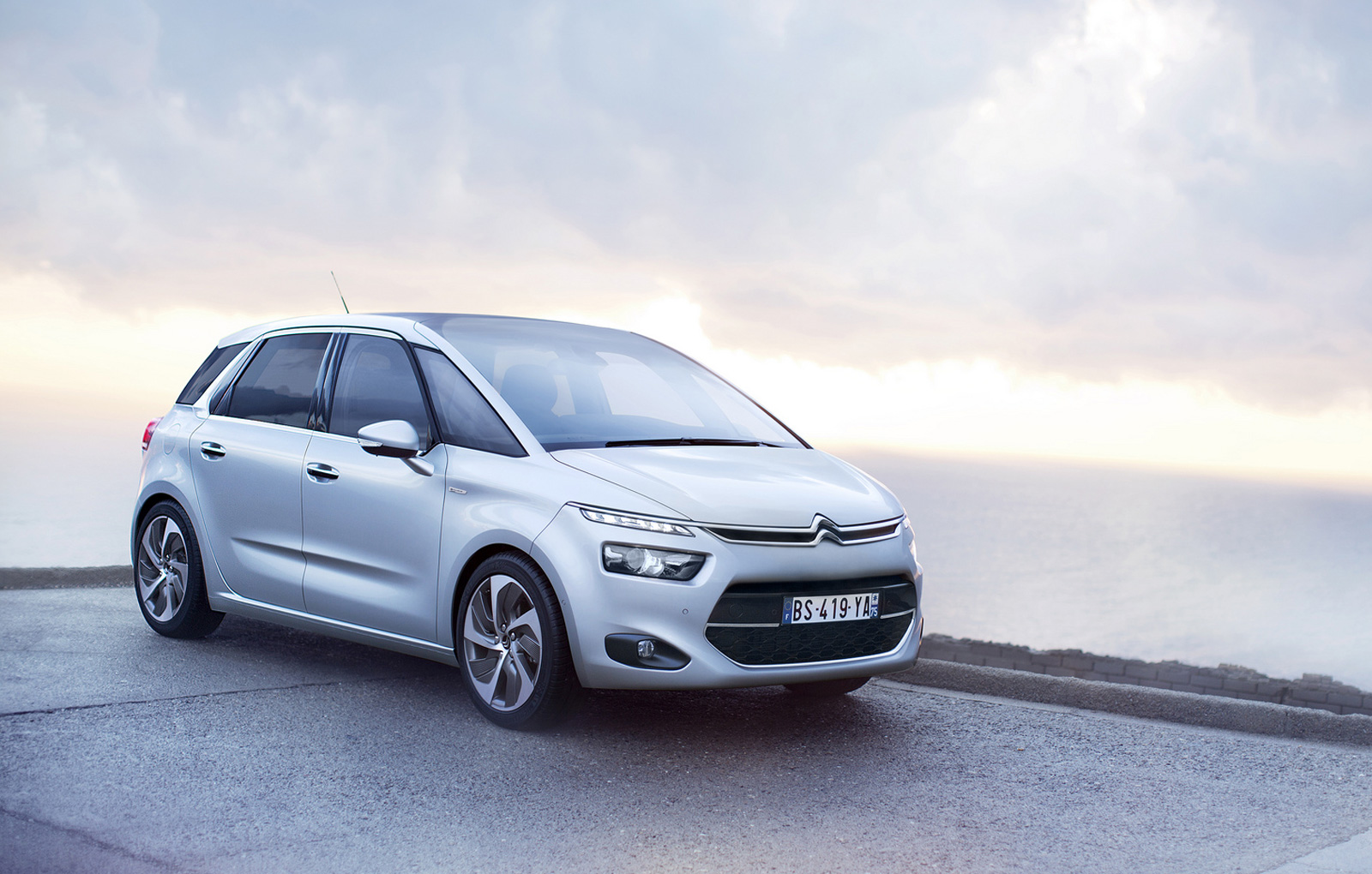 2013 citroen c4 picasso officially revealed video autoevolution. Black Bedroom Furniture Sets. Home Design Ideas