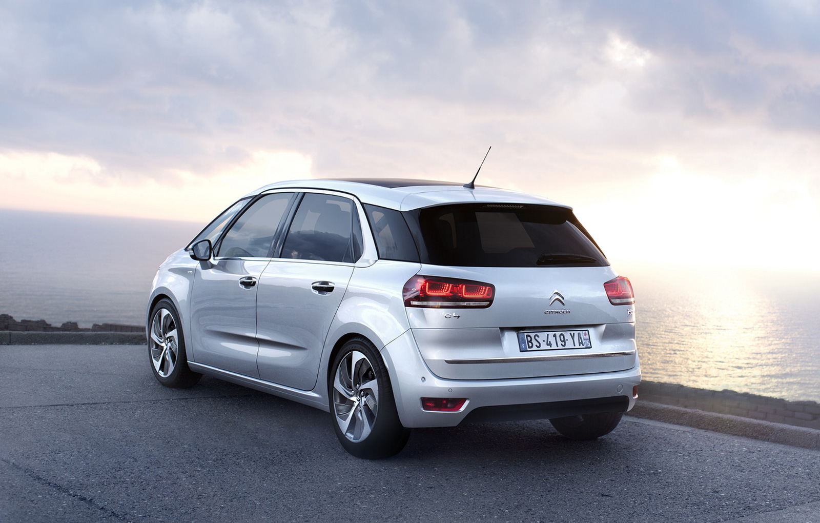 2013 citroen c4 picasso officially revealed video