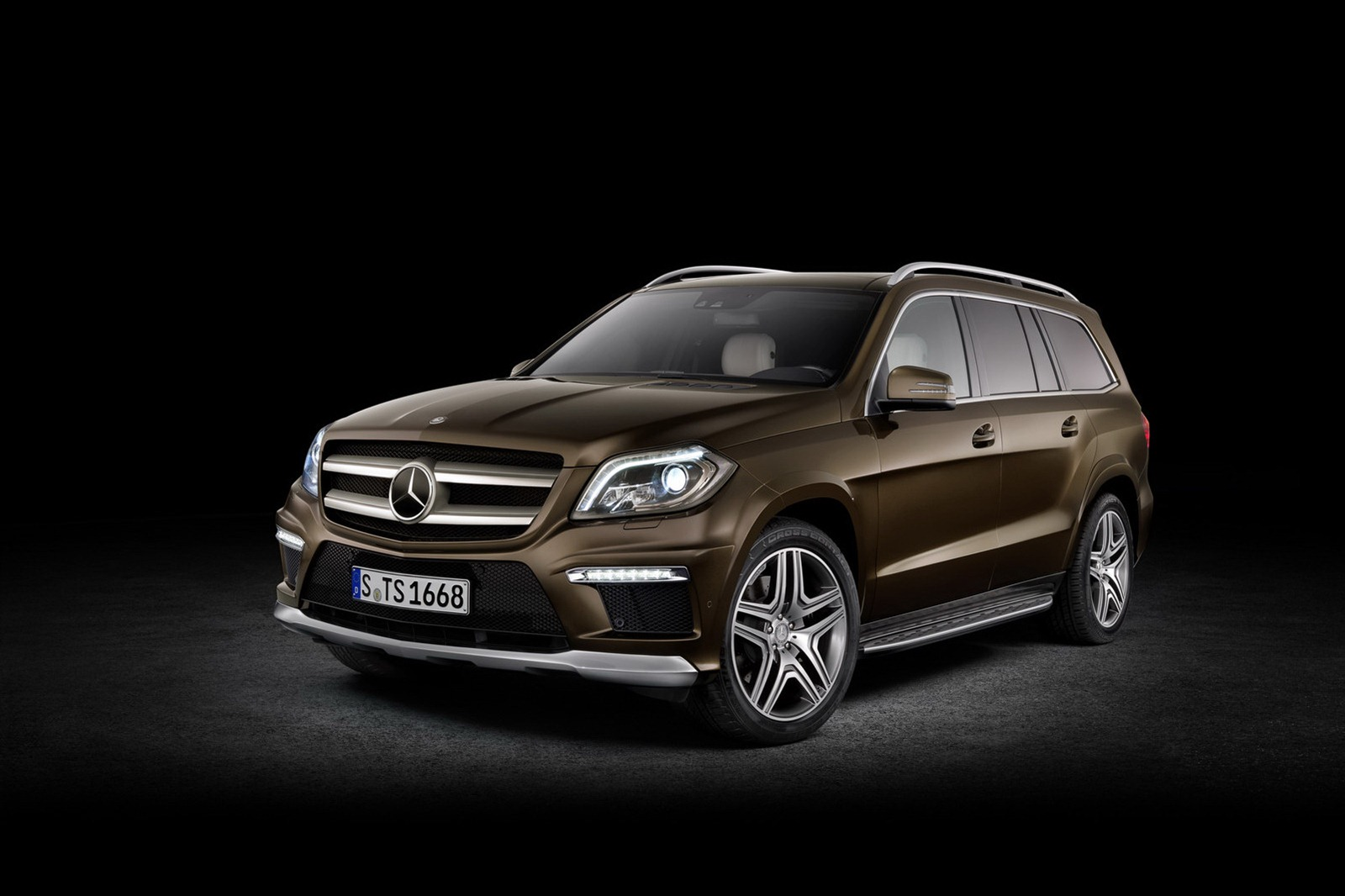 2013 mercedes benz gl class luxury suv unveiled autoevolution. Black Bedroom Furniture Sets. Home Design Ideas