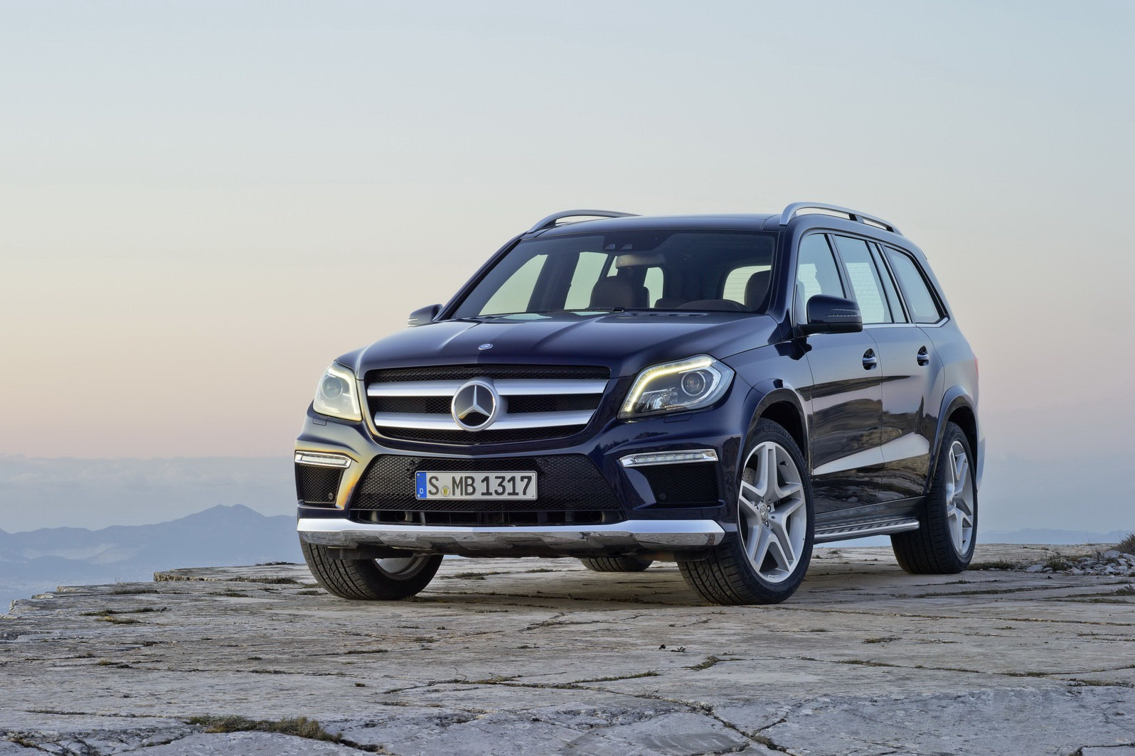 2013 mercedes benz gl class luxury suv unveiled for 2013 mercedes benz gl class