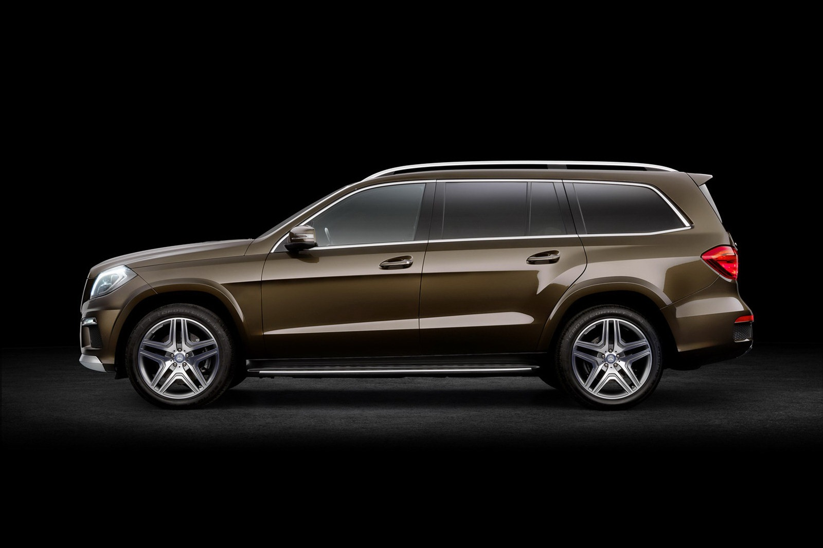 2013 mercedes benz gl class luxury suv unveiled for 2013 mercedes benz gl