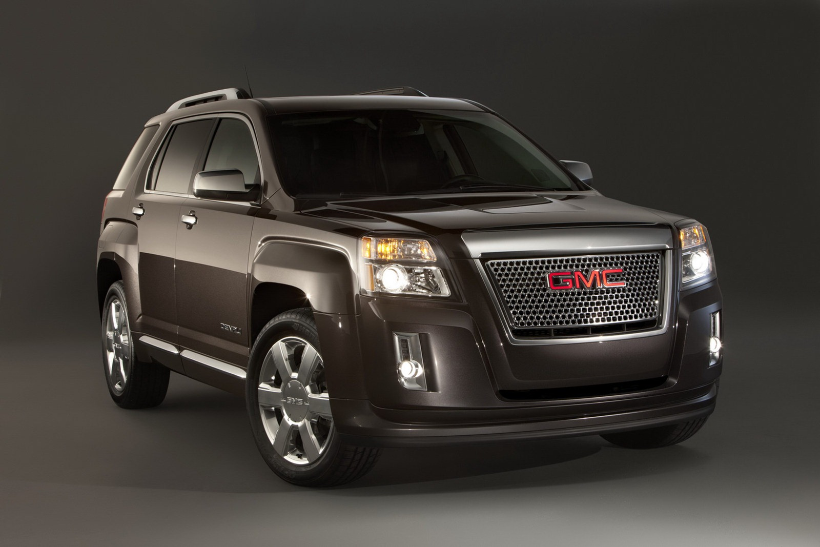 2013 gmc terrain gets denali pack and new v6 autoevolution. Black Bedroom Furniture Sets. Home Design Ideas