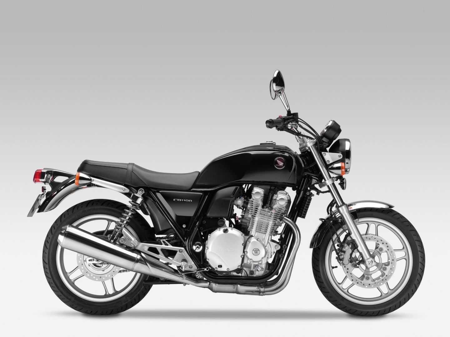 2013 honda cb1100 screams classic attitude autoevolution. Black Bedroom Furniture Sets. Home Design Ideas