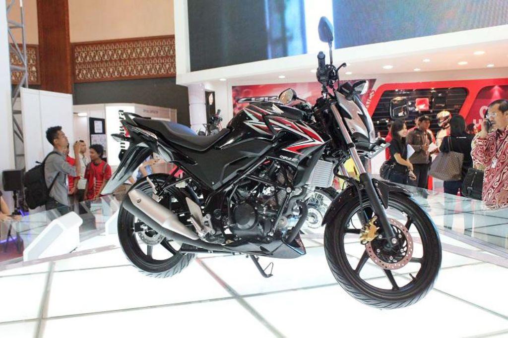 2013 Honda CB150R Streetfire Ad Shows Swift, Agile City Bike - autoevolution