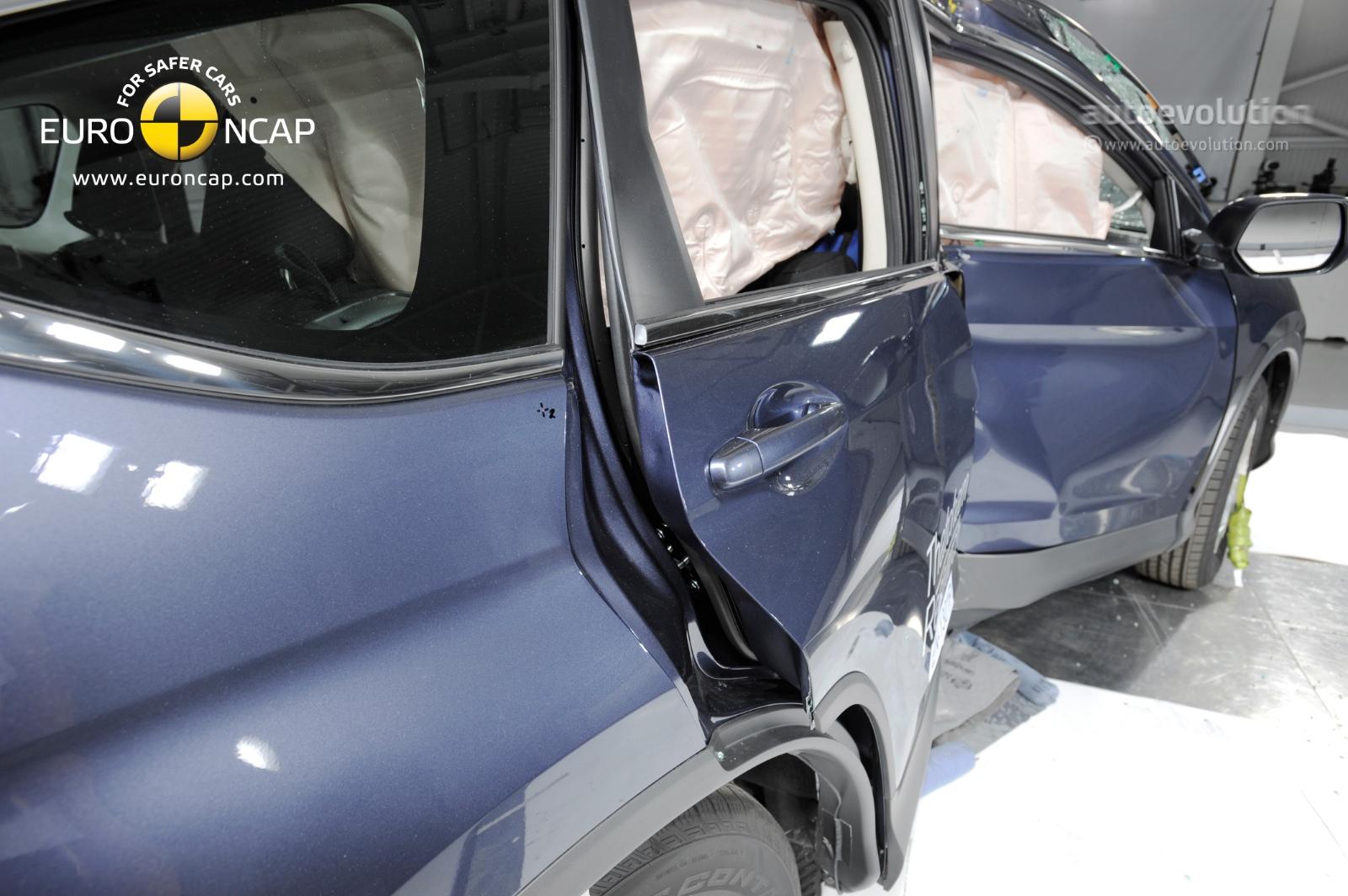 Honda cr v 1 6 diesel tops official economy figures for Honda crv crash test