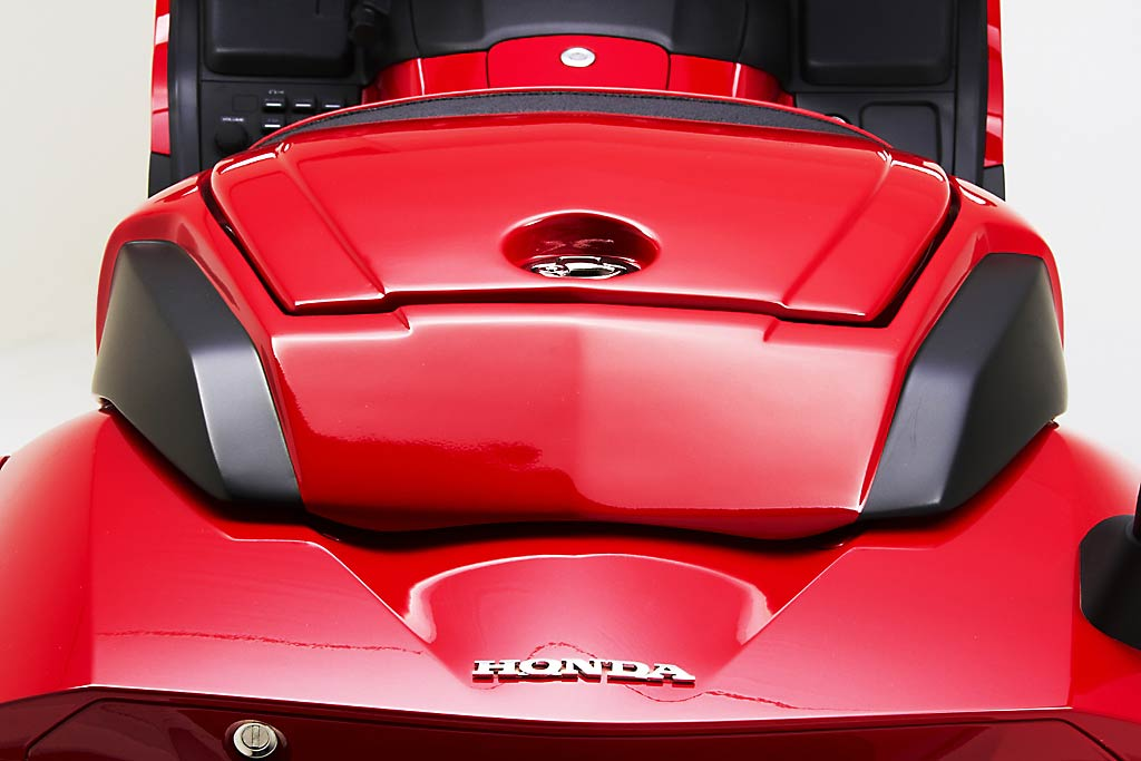 Customized Mustang >> 2013 Honda F6B Receives Modular and Smuggler Seats from ...