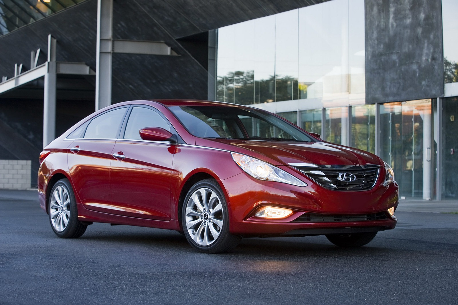 2013 hyundai sonata revealed with updated features autoevolution. Black Bedroom Furniture Sets. Home Design Ideas