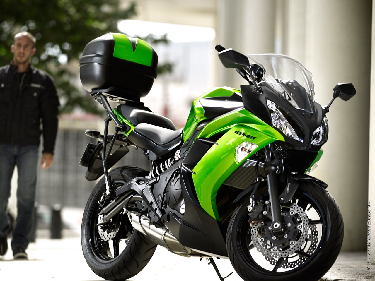 2013 kawasaki er 6f is ready for city rides autoevolution. Black Bedroom Furniture Sets. Home Design Ideas