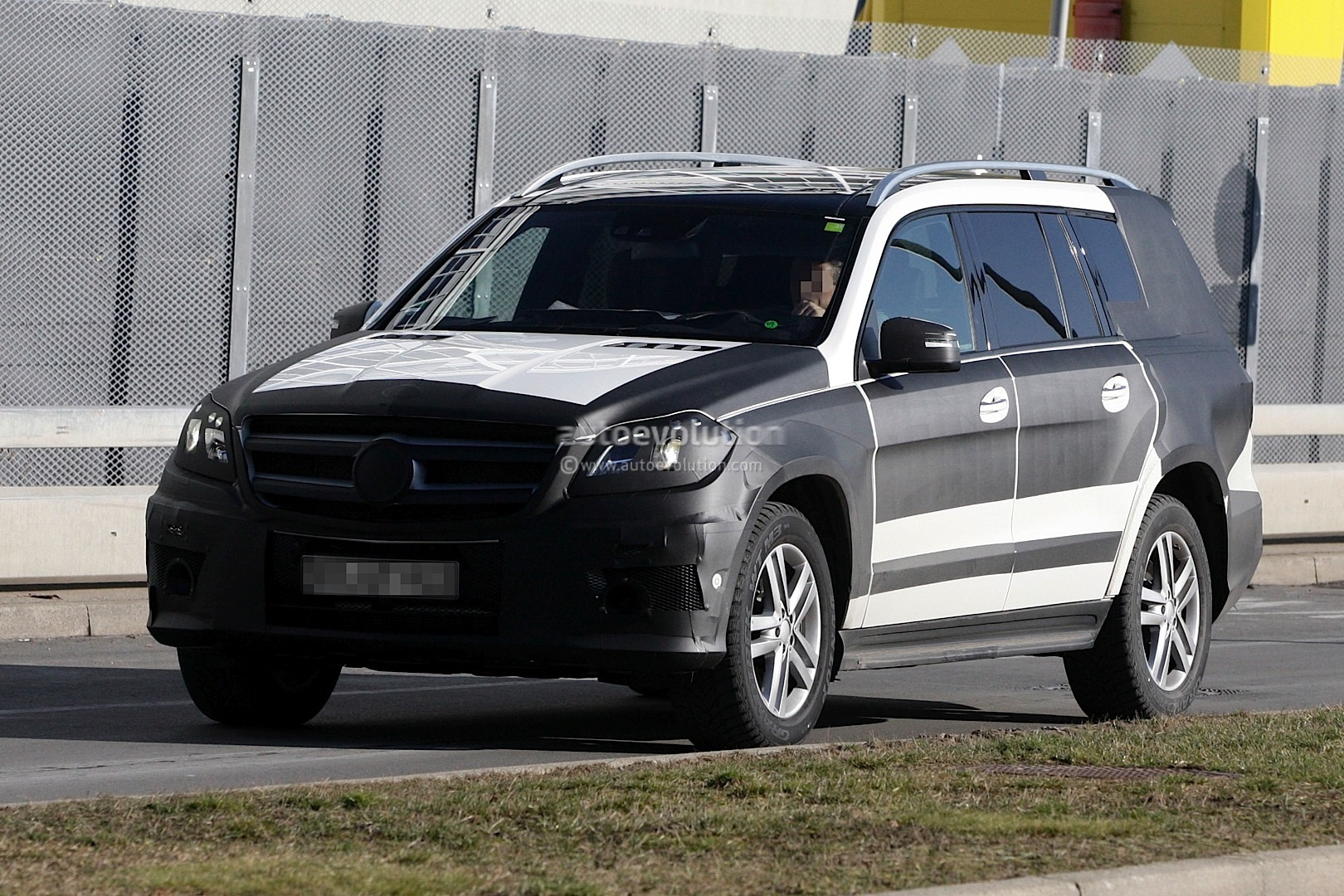 2013 mercedes benz gl class will debut in new york autoevolution. Black Bedroom Furniture Sets. Home Design Ideas